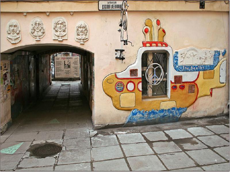 знаменитые улицы Питера, где развлечься бесплатно